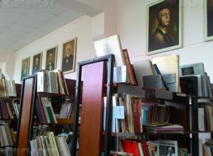 Библиотеки Камышина в этом году не купили ни одной новой книги, но продолжают «гнать» сногсшибательную статистику по читателям