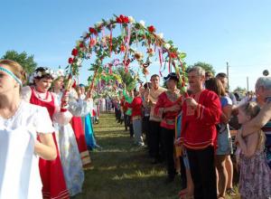 В субботу на ромашковой поляне жителей  Камышинского района ждут народные гулянья и  салют