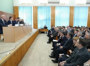 Губернатор откорректировал позиции глав камышинских муниципалитетов по строительству детсада в седьмом микрорайоне и обновлению системы водоснабжения в Петровом Вале