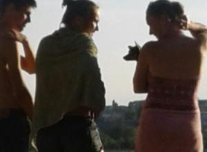 Камышан возмутили «нравоучения», которыми на пляже пыталась воспитывать детей «дама с собачкой»