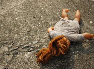 Измученная сексуальными домогательствами 12-летняя падчерица сумела записать телефонный разговор и «сдала» насильника