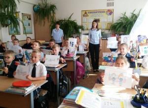 В Камышине дети нарисовали 90 рисунков на тему, какими они видят полицейских