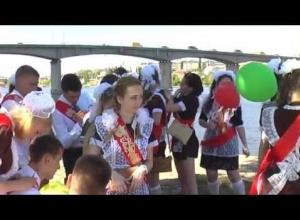 Накануне последних звонков губернатор Андрей Бочаров потребовал усилить антитеррористическую безопасность школ