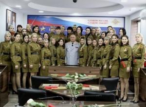 Волгоградские СМИ выбрали для поздравления генерала полиции его снимок в кругу девушек-регулировщиц