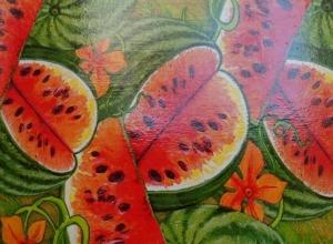 Жители города любуются арбузными сувенирами  мастеров из Пензы, Камышина и Петров Вала