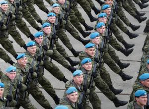 Лучшие камышинские десантники тренируются чеканить шаг перед участием в параде 9 мая в Волгограде