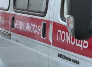 Под Камышином водитель на отечественной легковушке ударился в КАМАЗ и попал в больницу