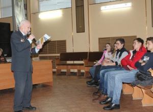 В Камышине в «Планете молодых» 94-летний  фронтовик-сталинградец устроил час поэзии для студентов
