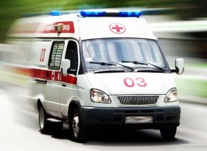 Камышинский водитель сломал себе ноги при экстренном торможении из-за бабушки, переходившей дорогу в неположенном месте