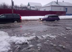 Во время потопа по дороге на работу волгоградец упал и умер, а камышане «всего лишь» сломали руки