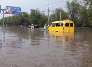 Жители Волгограда выкладывают в соцсетях кадры того, что натворил вчера ливень в городе-герое