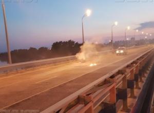 На «танцующем» мосту загорелся мотоциклист, - «Блокнот Волжского»