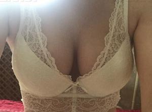 Жительница Волгоградской области выдержала визит к пластическому хирургу, чтобы похвалиться новой грудью перед всем интернетом