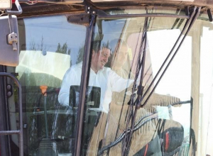 Активист ОНФ: Губернатор Волгоградской области рекламирует технику из США? - «Блокнот Волгограда»
