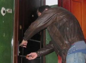 В Камышине местный житель обворовывал соседа, когда тот был на заработках
