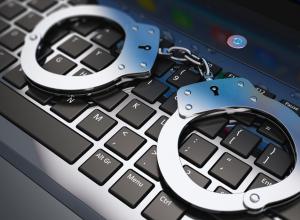 В регионе перед судом предстал кибер-преступник: его жертвами стали 32 девочки
