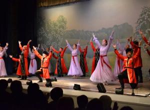 В Камышине со сцены ЦКД «Дружба» звучали украинские, немецкие и армянские песни