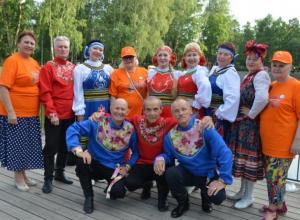 Ветераны-танцовщики из Камышина «доложили» главе города Владимиру Пономареву, как они «фестивалили» в Татарстане