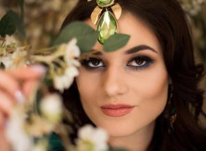 Доверьте свою прическу и праздничный макияж профессионалу
