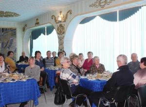 За праздничными столами накануне 8 марта встретились матери невернувшихся солдат