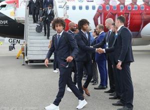 Встречая сборную Египта в Волгоградском аэропорту, болельщики кричали «Салах!»