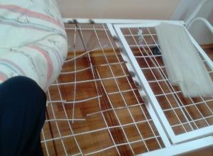 Камышанка выложила в соцсетях фото продавленной кровати, на которой ее лечили в гинекологическом отделении