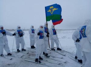 Камышинские десантники стартовали в беспрецедентном лыжном марш-броске у «маресьевского» знака