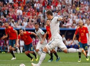Камышане кричат «Ура!» с балконов, в окна автомобилей выбрасывают российские флаги - Россия вышла в четвертьфинал, победив Испанию!