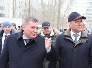 Ступив на землю Волгограда, спикер Госдумы Вячеслав Володин поднялся на Мамаев курган