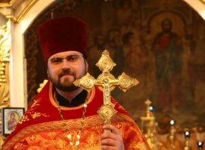 Протоиерей Алексий Кузнецов - старший священник Никольского кафедрального собора Камышина поздравляет с Пасхой Христовой