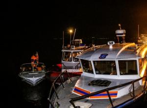 Тело еще одной погибшей женщины на перевернувшемся судне в Волгограде подняли спасатели, теперь погибших 11