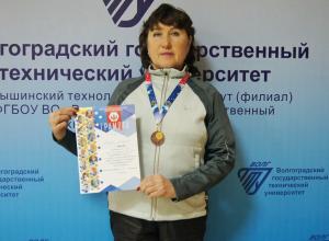 Преподаватель Камышинского технологического института, идущая к 70-летнему юбилею, выиграла «ступеньку пьедестала» в пятикилометровом пробеге