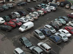 Женщина-водитель избила по лицу другую женщину-водителя из-за парковочного места
