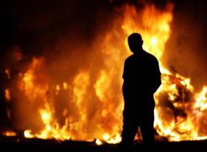 Под Камышином сын в обиде на родителей спалил их дом