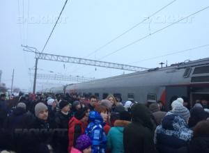 Чтобы попасть в поезд-музей, который 4 февраля сделает остановку в Камышине, жители Волжского занимали сегодня очередь с ночи