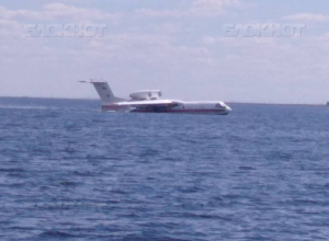 Самолет-амфибия потренировался под Волгоградом садиться на реку и набирать из Волги воду