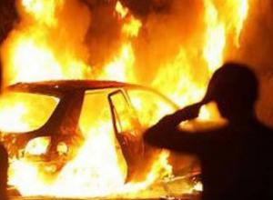 В Камышине под утро сгорела баня и гараж с Тайотой