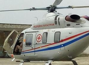 Вертолет медицинской службы увез тяжелого больного из Камышина в Волгоград