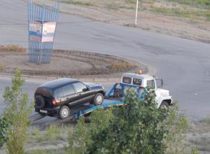 Камышинские полицейские отправили с эвакуатором машину нарушителя от кольца третьего городка