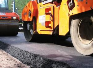 В Камышине ремонтируется участок федеральной трассы у путепровода, ремонт городских дорог заморожен из-за остановки асфальтового завода