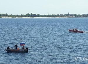 Спасатели вынуждены были гоняться по Волге за двумя авантюристами на связанных канистрах