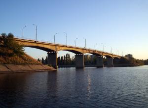 В Камышине у Бородинского моста обнаружен труп мужчины с паспортом