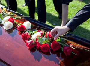 В Петровом Вале Камышинского района похоронили женщину, сбитую на дороге пьяным водителем