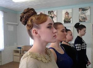 Учащиеся камышинского колледжа причесали моделей не хуже, чем в салоне