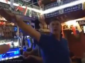 Фашистские песни английских болельщиков сняли на видео в баре города-героя, - «Блокнот Волгограда»