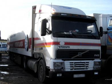 Полицейские Камышина обнаружили в скрытых отсеках фуры гостя с Кавказа две тысячи бутылок «паленого» алкоголя