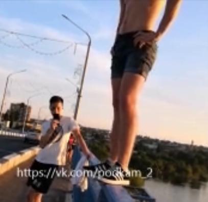 Паркурщик Данил, прыгнувший на днях с Бородинского моста, пообщался с «Блокнотом Камышина»