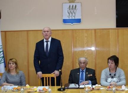 Спикер Камышинской думы Владимир Пономарев пообещал отремонтировать хирургическое отделение и осушить лужу у Пенсионного фонда