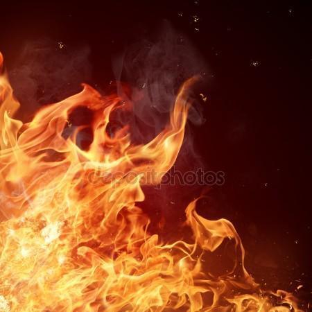 В Камышине в частном доме загорелись вещи, обошлось без жертв