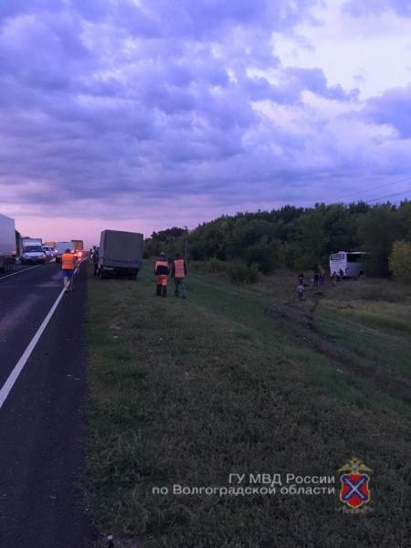 Три человека скончались на месте столкновения иномарки с автобусом сегодня утром на московской трассе
